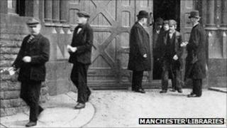 Prisoners coming out of Strangeways prison circa 1890