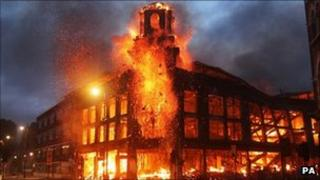 Building on fire in Tottenham during riots
