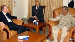 File photo of Yemeni Defence Minister Mohamed Nasser Ali (right), June 2011