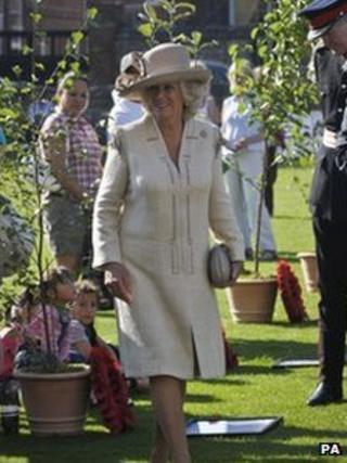 Duchess of Cornwall arrives at Salisbury Cathedral for DecAid Light for Life ceremony on 2 October 2011