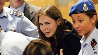 Amanda Knox cries in Perugia's courtroom