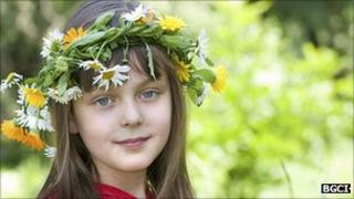 Girl wearing a floral garland (Image: BGCI)