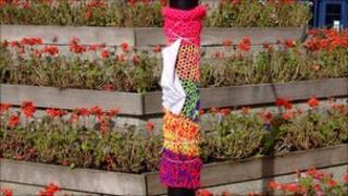 Yarn-bombing in Launceston