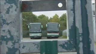 Silver Star coaches through gate