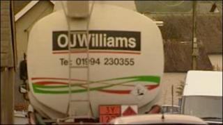 Un o loriau olew OJ Williams