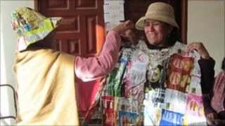 Bolivian women with blanket