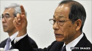 Olympus chairman Tsuyoshi Kikukawa announces the axing of Michael Woodford