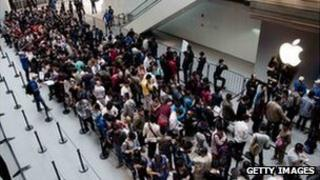 Chinese customers line up at the opening of a new Apple store in Shanghai on September 23, 2011