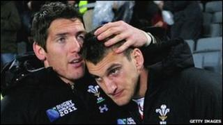 James Hook a Sam Warburton