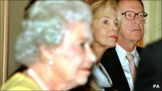 The Queen and Geoffrey Rush (r)