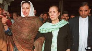Former Pakistani Prime Minister Benazir Bhutto (left) with her mother Begum Nusrat Bhutto (centre) at Islamabad airport (file picture 4 February 1997)