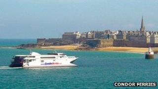 Condor 10 arriving in St Malo