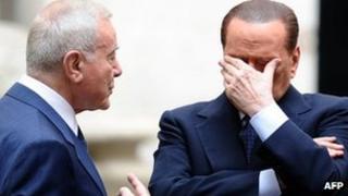 Silvio Berlusconi (R) with government undersecretary Gianni Letta - 8 November
