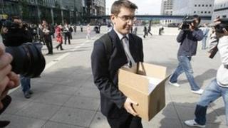 Worker leaves Lehman Brothers in 2008