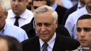 Israeli former President Moshe Katsav leaves the Supreme Court, 10 November 2011