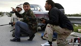 Fighters from Zawiya confront armed Warshefana factions outside the city. 12 Nov 2011