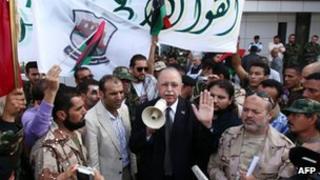 Interim PM Abdurrahman al-Keib (centre) and NTC fighters in Tripoli. Photo: 18 November 2011