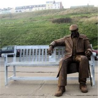 Ray Lonsdale sculpture titled Freddie Gilroy and the Belsen Stragglers