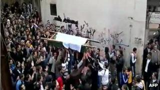 Syrian mourners carrying the coffin of a victim of recent violence in Tal Kalakh in the Homs province, 20 November 2011