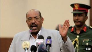 Sudanese President Omar al-Bashir (left) speaking in Khartoum, 30 October 2011