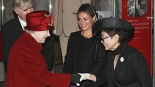 The Queen meets Yoko Ono