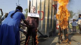 Effigy burning in Bhopal, 2 December 2011