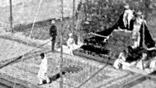 The Gaekwar of Baroda turning his back on George V