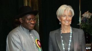 IMF head Christine Lagarde (R) and Nigerian President Goodluck Jonathan
