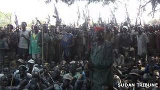 Armed Lou Nuer men in Likwangale listen to South Sudan's Vice-President Riek Machar - 28 December 2011. Photo from Sudan Tribune