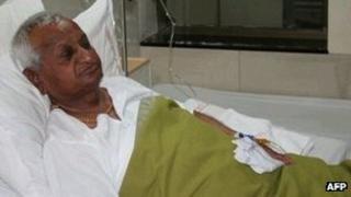 Anti-corruption activist Anna Hazare rests in hospital on 1 January 2012 in Pune
