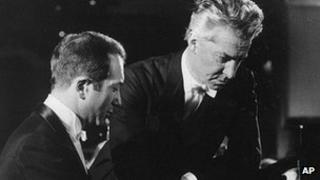 Alexis Weissenberg (left) and Austrian conductor Herbert von Karajan in West Berlin