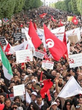 Tunisians celebrate in Bourguiba Avenue. 14 Jan 2012