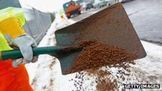 Grit shovelling