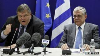 Greek Finance Minister Evangelos Venizelos (L) and Greek Prime Minister Lucas Papademos
