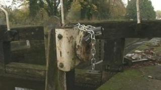 A padlocked lock on the Avon and Kennet Canal