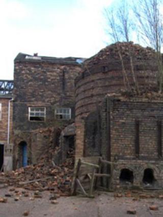 Collapsed brickwork at Hanley kiln (image: Fraser Trantor)