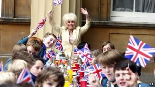 Barbara Windsor and Scouts at Buckingham Palace.