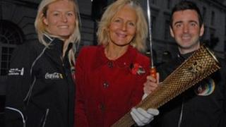 Denise Saliagopoulos (centre) flanked by Elisabeth Hoffing and Andy Cope, from the Coca-Cola Olympic torch tour