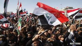 Shia protesters waving the Iraqi flag [19 March 2012]