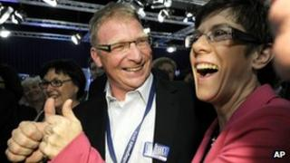 Saarland state governor Annegret Kramp-Karrenbauer and her husband Helmut celebrate the CDU's victory