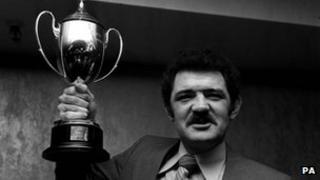 Mervyn Davies yn 1977