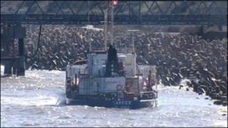 Llong yr MV Carrier fore Iau