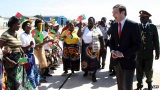 Portuguese Prime Minister Pedro Passos Coelho (R) is greeted upon arrival in Maputo (9 April 2012)