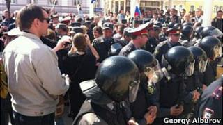 Police confront opposition protesters in Astrakhan, 10 Apr 12