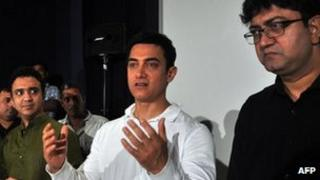 "Bollywood actor Aamir Khan (C), Ram Sampath (L) and Prasoon Joshi (R) attend a promotional event for the song ""Satyamev Jayate"" for the TV show in Mumbai on 13 April 2012"