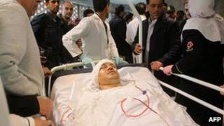 An injured Ali Daei is transferred to a hospital in Tehran from Kashan (18 March 2012)