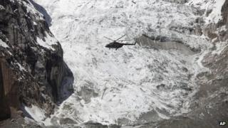 A Pakistan Army helicopter flies over the site of the avalanche (April 18, 2012)