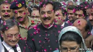 Supporters of Pakistan's Prime Minister Yusuf Raza Gilani shower him with rose petals outside the Supreme Court in Islamabad April 26, 2012.