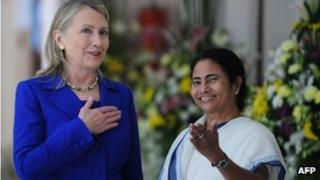 """US Secretary of State Hillary Clinton (L) talks with India""""s West Bengal state Chief Minister Mamata Banerjee at the Writers"""" Building, which houses the state secretariat, in Kolkata on May 7, 2012."""
