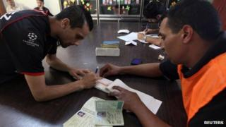 A man registers to vote in the Libyan elections in Benghazi (8 May 2012)